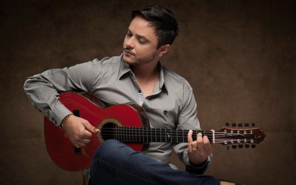 03-28 Instrumentalist Arnaldo Freitas at Clube do Choro