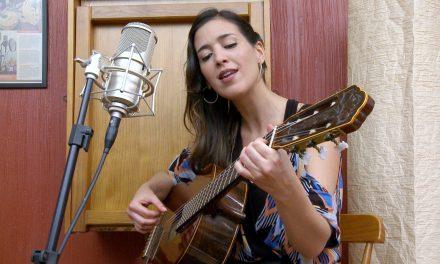 04-02 Singer Joana Duah at Clube do Choro