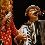 Elba Ramalho honors Dominguinhos playing his songs live