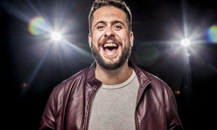 """Stand-up comedy show """"Levando o Caos"""" by Maurício Meirelles"""