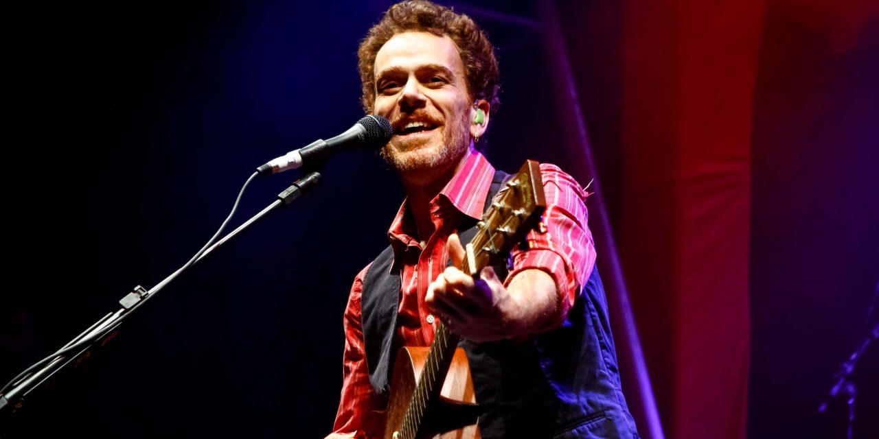 """Singer Nando Reis in """"Nando Reis – Voz e Violão"""" show"""
