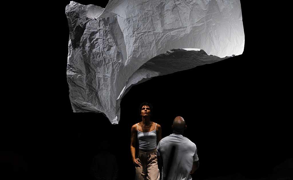 """Dance spectacle """"Vin\co"""" at Espaço Cultural Renato Russo"""