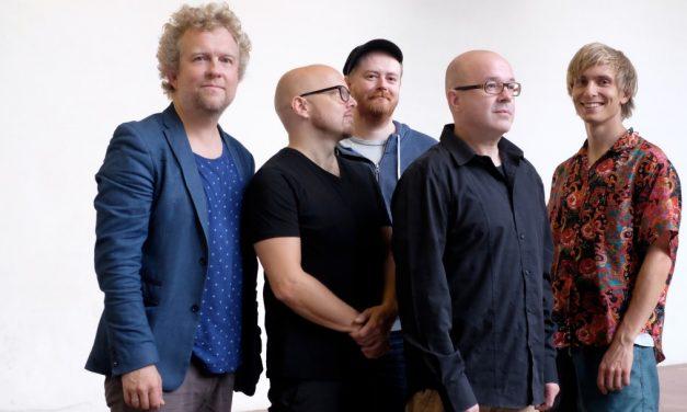 "Jazz band ""Atomic"" performs at Cervejaria Criolina"