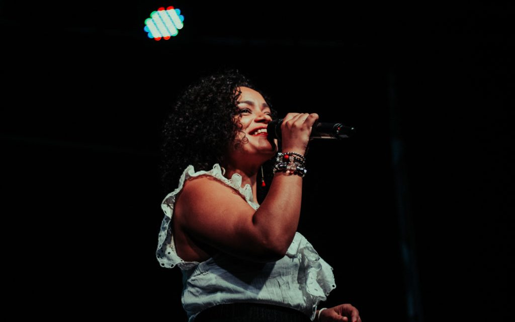 Carol Nogueira performs at the Clube do Choro