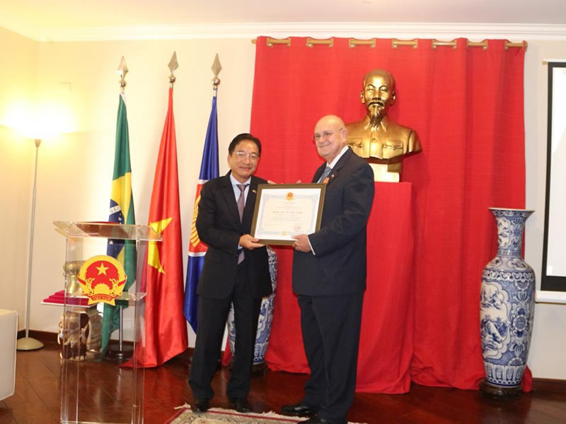 Ambassador of Vietnam honors Brazilian ambassador