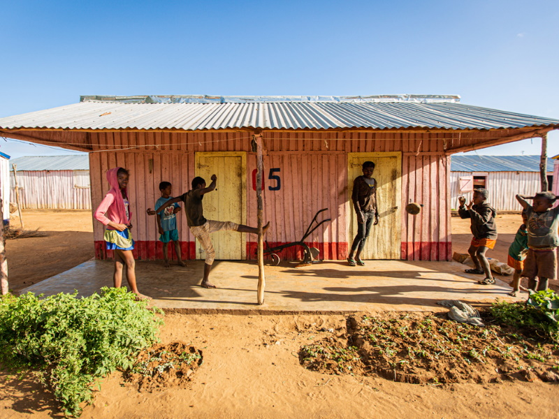 Art Exhibit Olhar Sem Fronteiras showcases the living conditions in Madagascar.