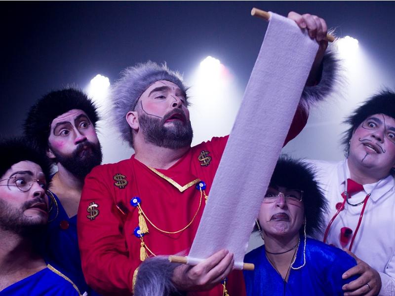 "Theater play ""O Inspetor Geral"" at the Teatro dos Ventos."